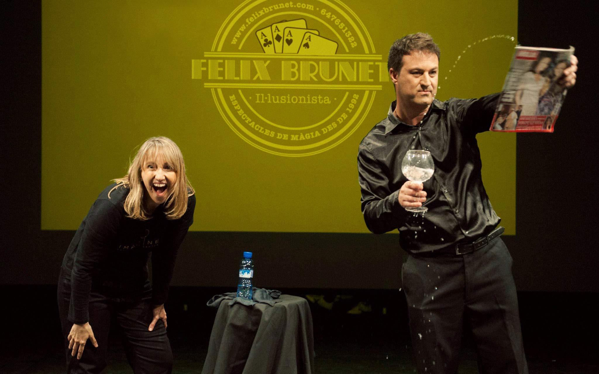 Supermagic Espectacle magia per adults Felix Brunet